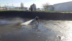 nettoyage-bassin AQUAPROVENCE Assainissement : vidange fosse septique, débouchage canalisation, recherche de fuite, Salon de Provence, Arles, Cavaillon